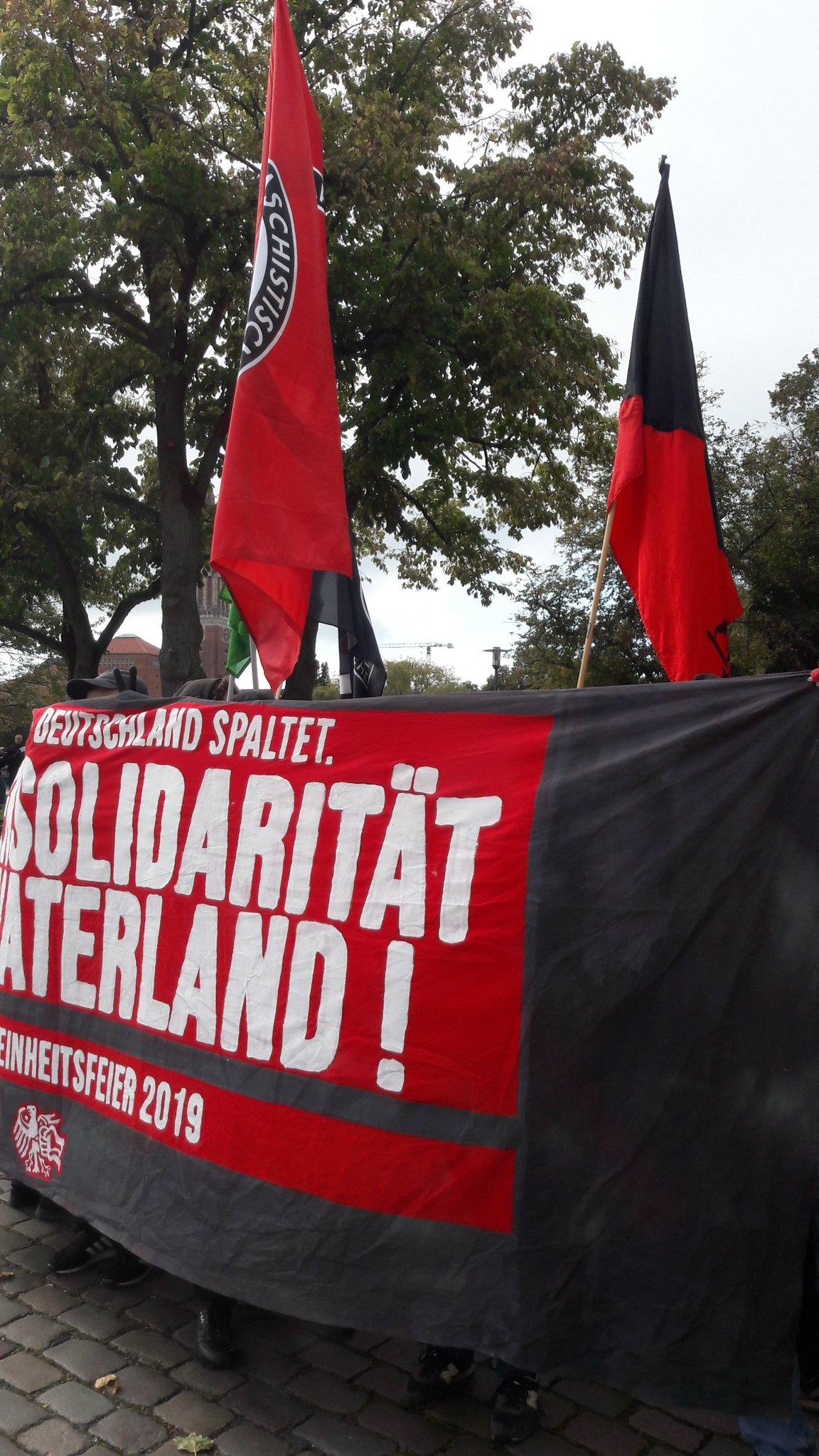 """600 Menschen gegen Propagandafeier zum """"Tag der deutschen Einheit"""" in Kiel"""